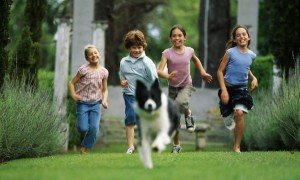 kids-running-dog